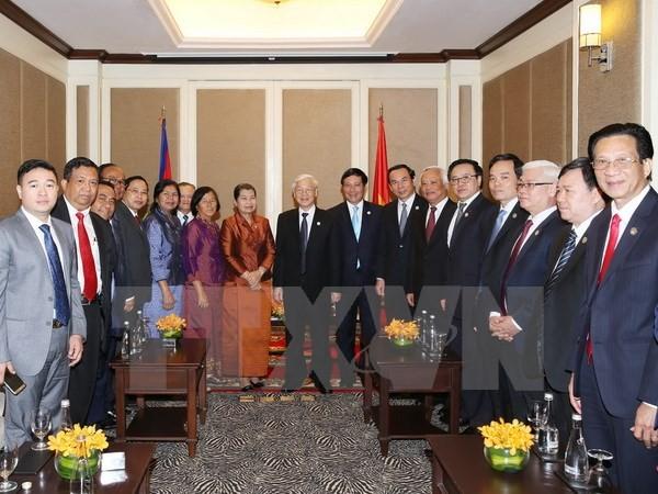 Tổng Bí thư Nguyễn Phú Trọng với các đại biểu Hội Hữu nghị Campuchia-Việt Nam và Nhóm Nghị sĩ hữu nghị Campuchia-Việt Nam. Ảnh: TTXVN