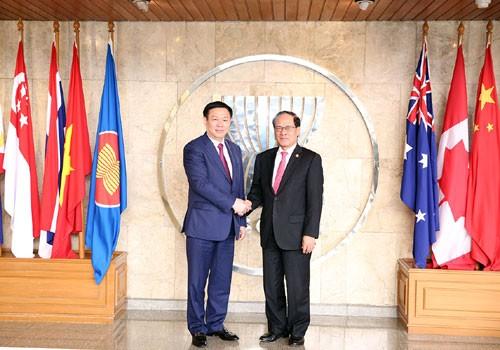 Phó Thủ tướng Vương Đình Huệ và Tổng Thư ký ASEAN Lê Lương Minh. Ảnh: VGP