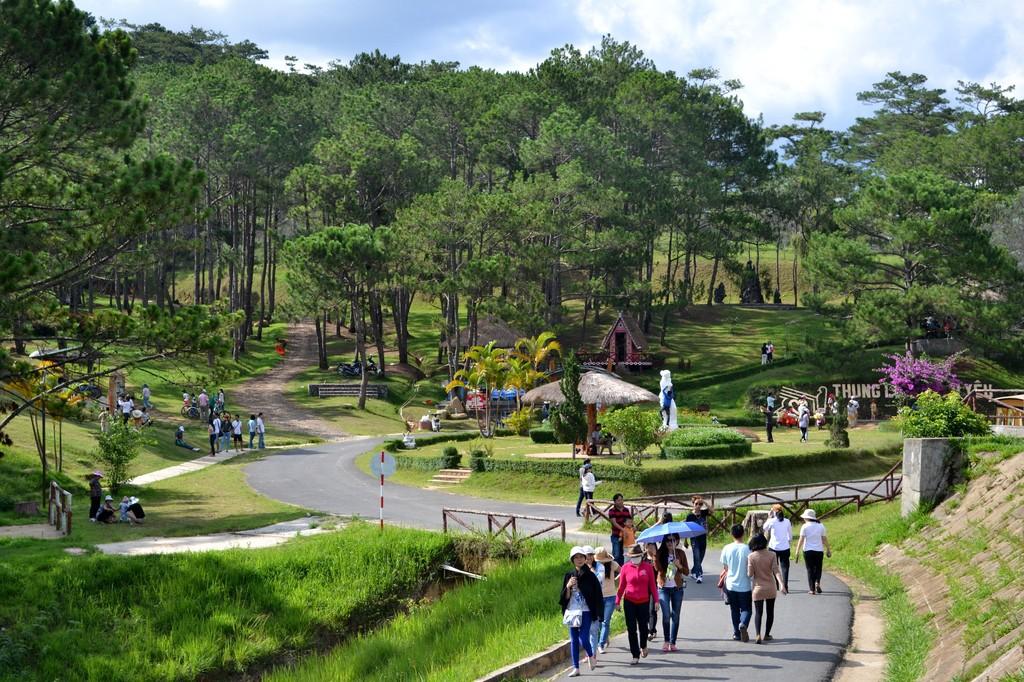 Tỉnh Lâm Đồng cần khai thác tốt tiềm năng, lợi thế, phát triển mạnh du lịch, dịch vụ