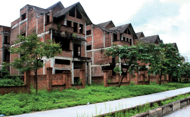 Nhiều căn biệt thư, liền kề tại Khu đô thị Phú Thịnh đang bị bỏ hoang.