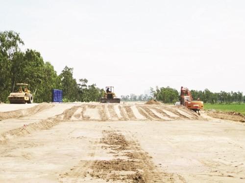 Sau gần 10 năm xây dựng hiện nay Dự án trục đường phía Nam tỉnh Hà Tây cũ vẫn ngổn ngang.