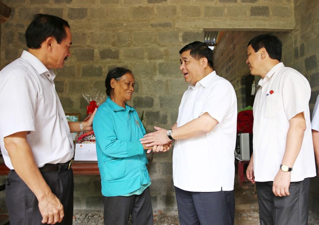 Bộ Kế hoạch và Đầu tư thăm, tặng quà các gia đình chính sách tại Quảng Trị - ảnh 1