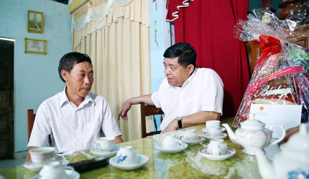 Bộ Kế hoạch và Đầu tư thăm, tặng quà các gia đình chính sách tại Quảng Trị - ảnh 2