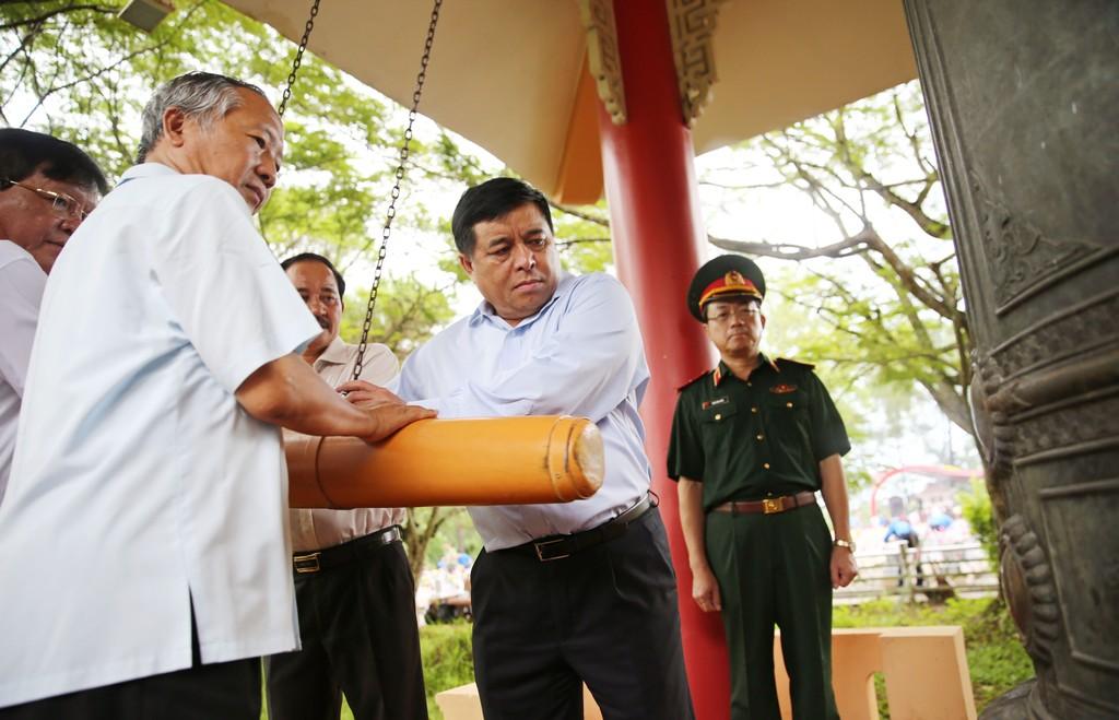 Bộ Kế hoạch và Đầu tư thăm, tặng quà các gia đình chính sách tại Quảng Trị - ảnh 4