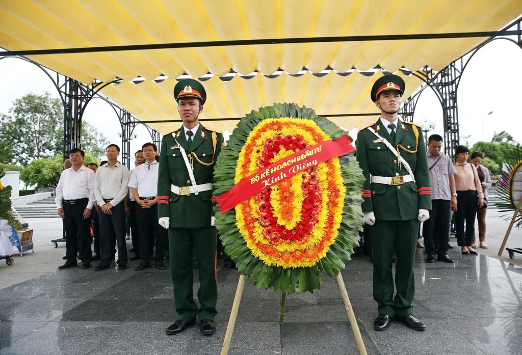 Bộ Kế hoạch và Đầu tư thăm, tặng quà các gia đình chính sách tại Quảng Trị - ảnh 5