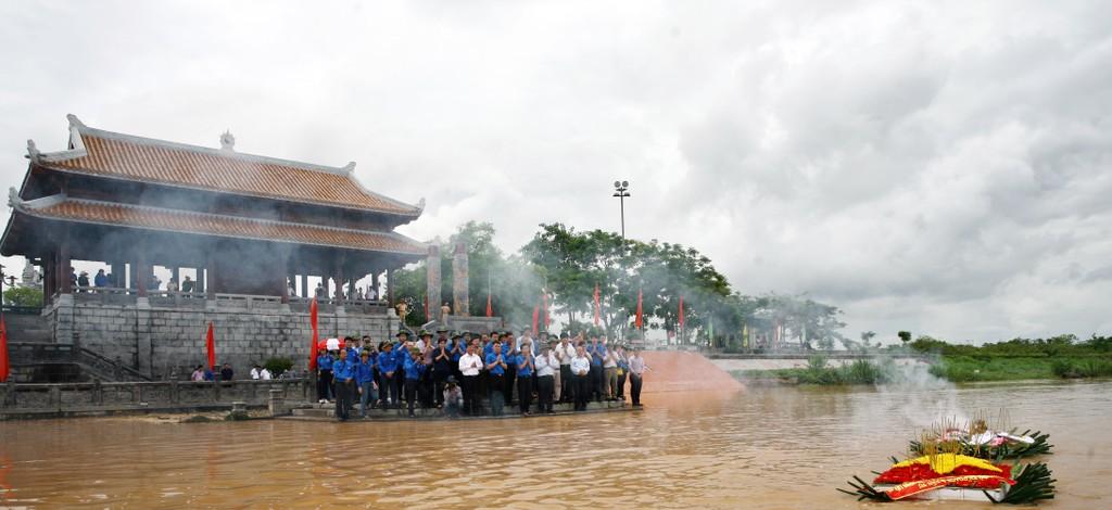 Bộ Kế hoạch và Đầu tư thăm, tặng quà các gia đình chính sách tại Quảng Trị - ảnh 6