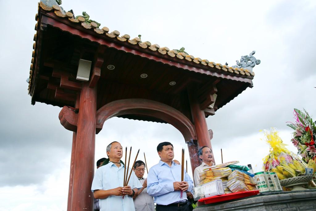 Bộ Kế hoạch và Đầu tư thăm, tặng quà các gia đình chính sách tại Quảng Trị - ảnh 7