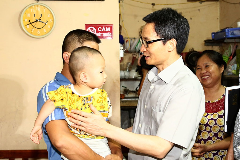 Phó Thủ tướng thị sát 'điểm nóng' sốt xuất huyết ở Hà Nội - ảnh 3