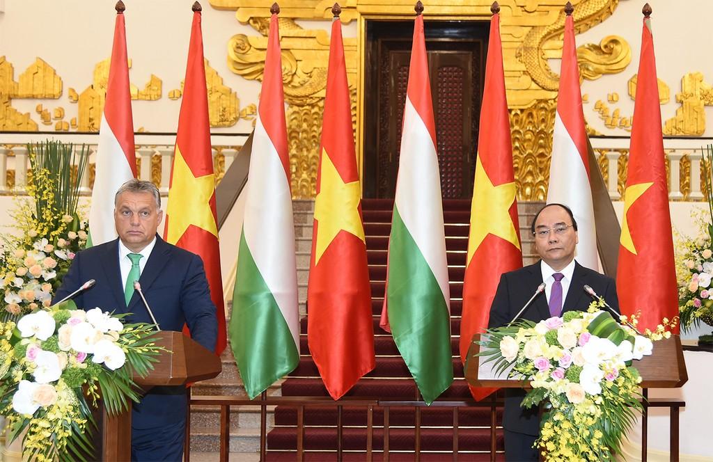 Thủ tướng Nguyễn Xuân Phúc và Thủ tướng Hungary Orbán Viktor gặp gỡ báo chí - Ảnh: VGP