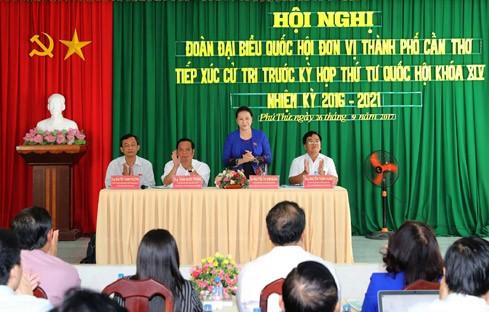 Chủ tịch Quốc hội Nguyễn Thị Kim Ngân tiếp xúc cử tri tại phường Phú Thứ, quận Cái Răng. Ảnh: Đaibieunhandan.vn
