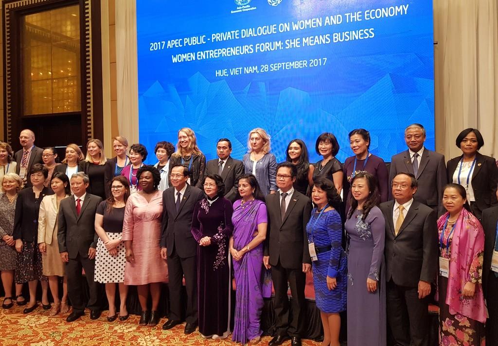 Đối thoại công-tư về phụ nữ và kinh tế APEC năm 2017 - ảnh 1
