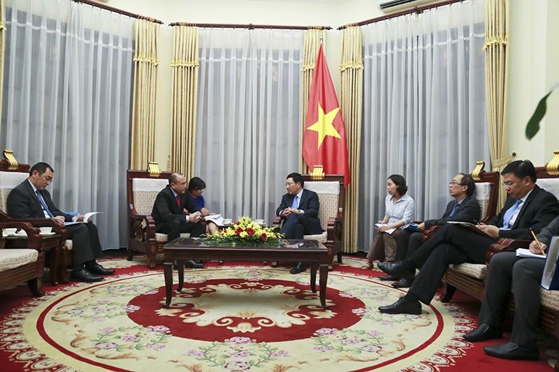 Phó Thủ tướng Phạm Bình Minh tiếp Đại sứ Kazakhstan - ảnh 1
