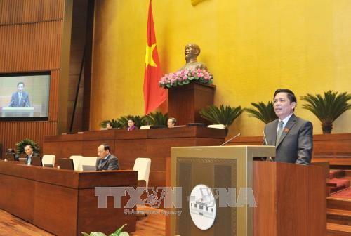 Bộ trưởng Bộ Giao thông vận tải Nguyễn Văn Thể giải trình, tiếp thu ý kiến của đại biểu Quốc hội nêu. Ảnh: TTXVN