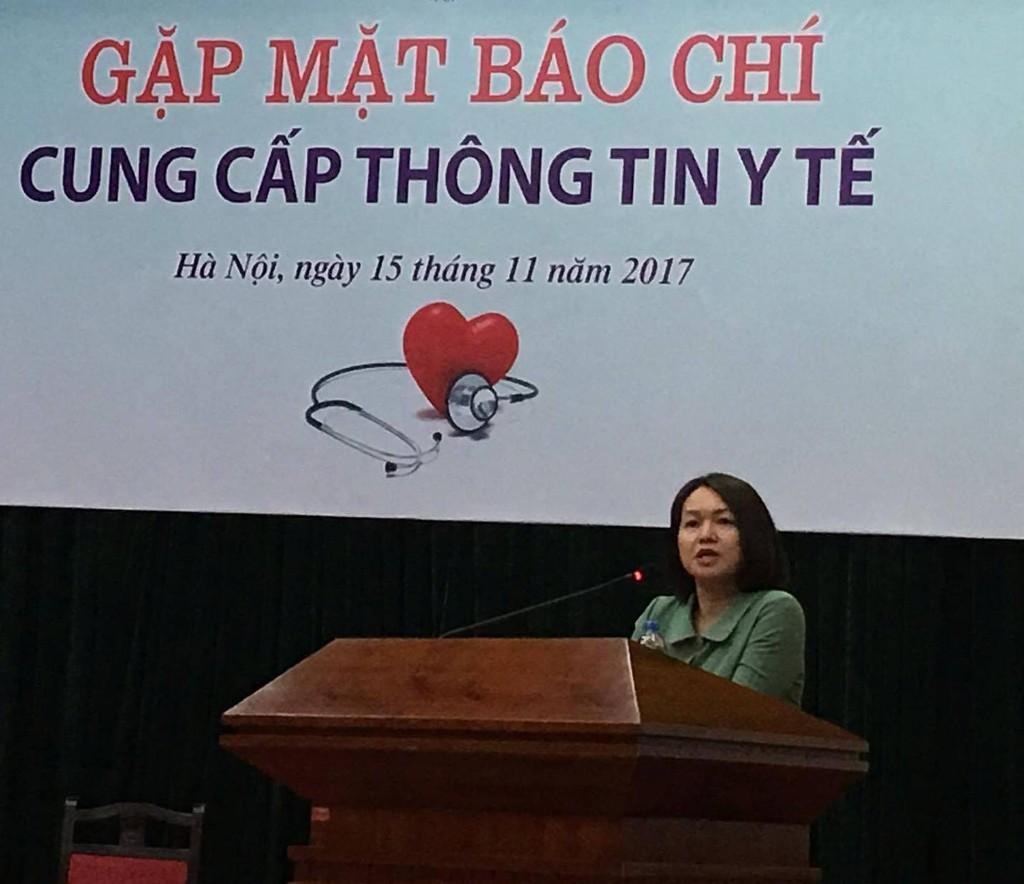 Bà Trần Việt Nga cung cấp thông tin về đề xuất cắt giảm thủ tục hành chính thuộc lĩnh vực ATTP. Ảnh: VGP