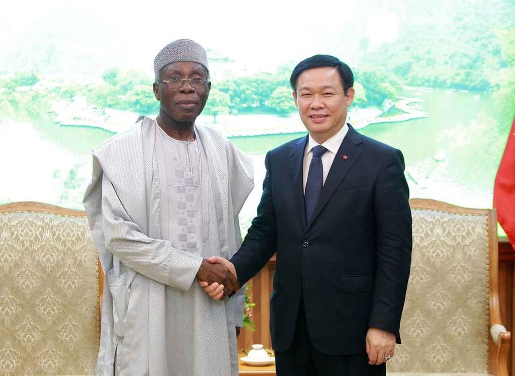 Phó Thủ tướng Vương Đình Huệ và Bộ trưởng Bộ Nông nghiệp Cộng hoà Liên bang Nigeria Audu Innocent Ogbeh. Ảnh: VGP