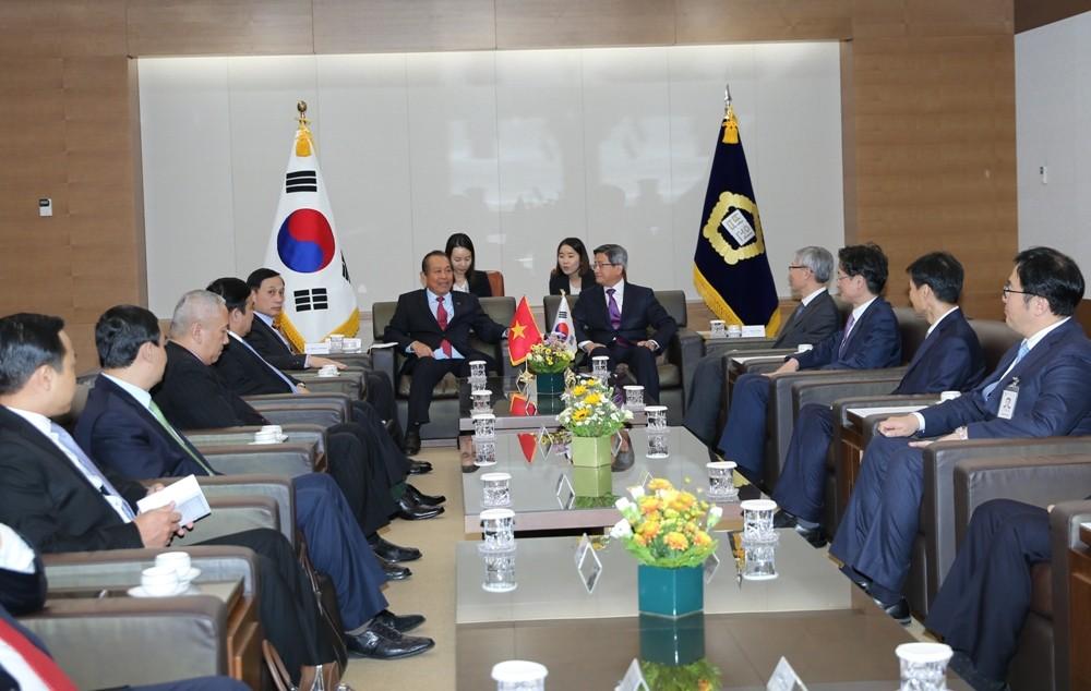 Phó Thủ tướng Thường trực Chính phủ hội kiến, tiếp xúc với lãnh đạo các bộ, ngành và Thủ đô Seoul - ảnh 1