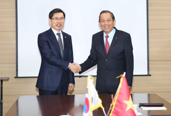 Phó Thủ tướng Thường trực Chính phủ hội kiến, tiếp xúc với lãnh đạo các bộ, ngành và Thủ đô Seoul - ảnh 2