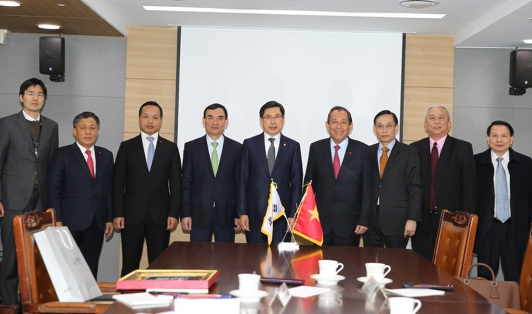 Phó Thủ tướng Thường trực Chính phủ hội kiến, tiếp xúc với lãnh đạo các bộ, ngành và Thủ đô Seoul - ảnh 3