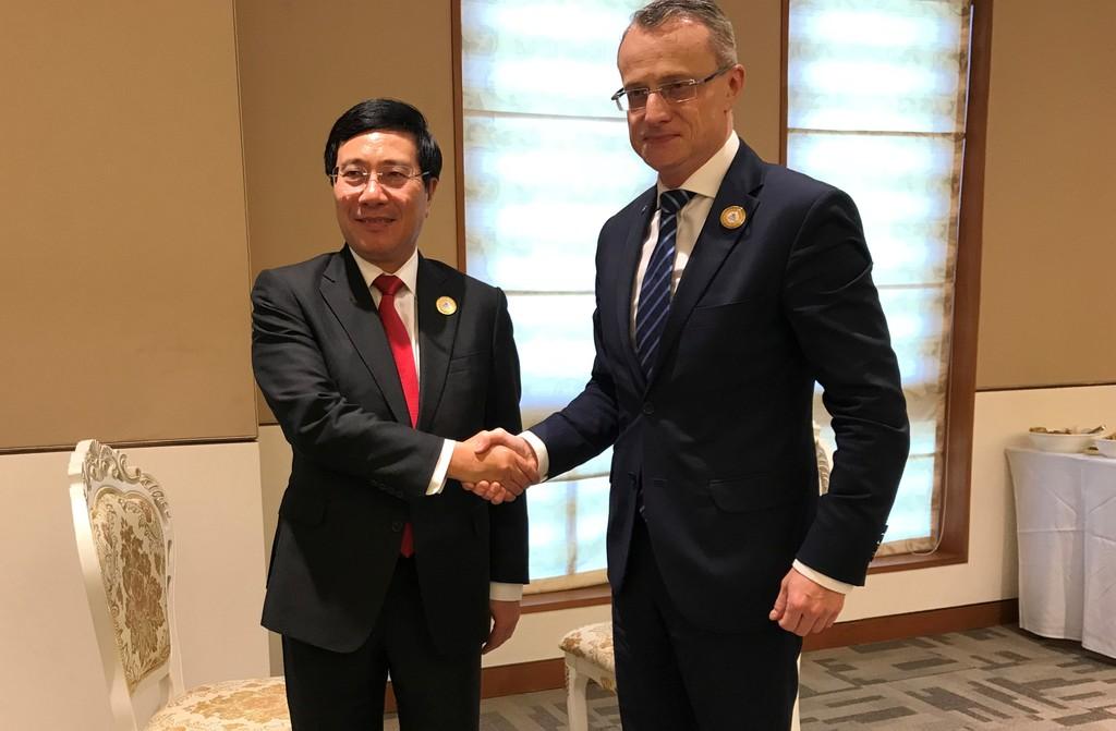 Phó Thủ tướng Phạm Bình Minh tiếp xúc song phương tại ASEM 13 - ảnh 3