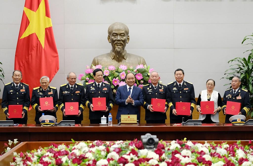 Thủ tướng gặp mặt đoàn đại biểu cựu chiến binh tàu Không số - ảnh 1
