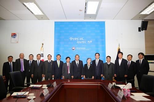 Phó Thủ tướng thăm Uỷ ban Chống tham nhũng và Quyền công dân Hàn Quốc - ảnh 1