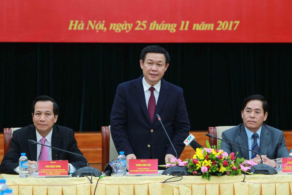 Phó Thủ tướng Chính phủ Vương Đình Huệ phát biểu tại buổi làm việc. - Ảnh: VGP