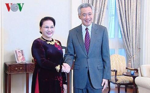 Chủ tịch Quốc hội Nguyễn Thị Kim Ngân hội kiến Thủ tướng Singapore Lý Hiển Long. Ảnh: VOV