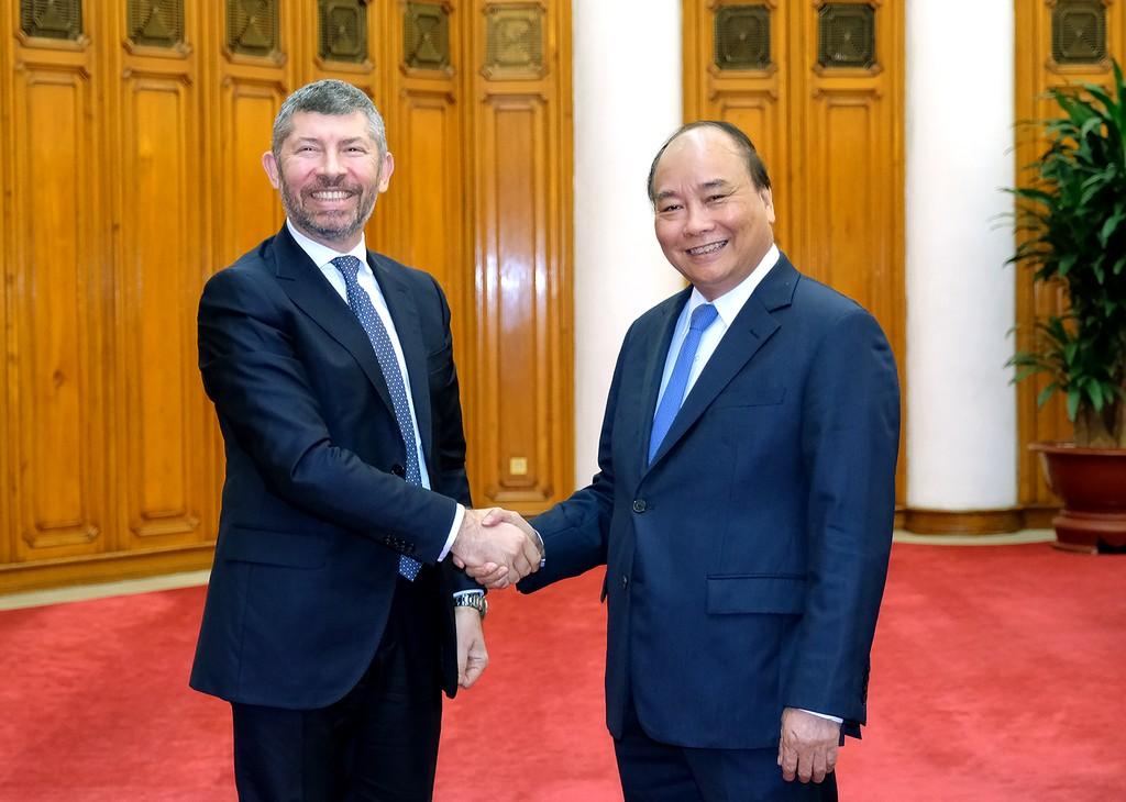 Thủ tướng Nguyễn Xuân Phúc tiếp ông Ivan Scalfarotto, Thứ trưởng Bộ Phát triển kinh tế Italy. Ảnh: VGP