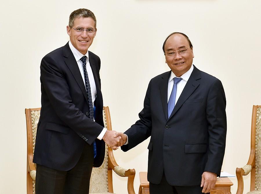 Thủ tướng Nguyễn Xuân Phúc tiếp ông Jerome Stubler, Chủ tịch Tập đoàn VINCI (Pháp). Ảnh: VGP