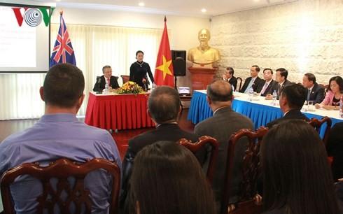 Chủ tịch Quốc hội Nguyễn Thị Kim Ngân nói chuyện với cán bộ, nhân viên Đại sứ quán Việt Nam tại Australia. Ảnh: VOV