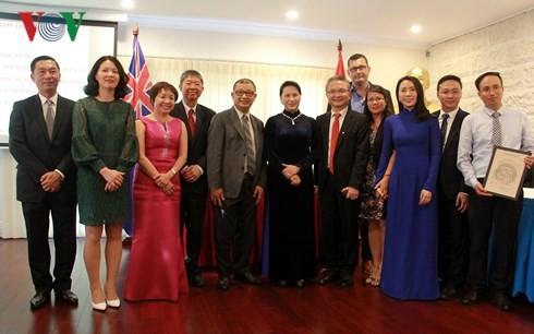 Chủ tịch Quốc hội thăm và làm việc với Đại sứ quán Việt Nam tại Australia - ảnh 2