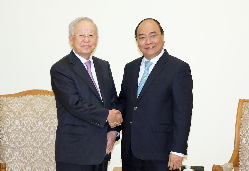 Thủ tướng Nguyễn Xuân Phúc và Chủ tịch Tập đoàn CJ Sohn Kyung Shik. Ảnh: VGP