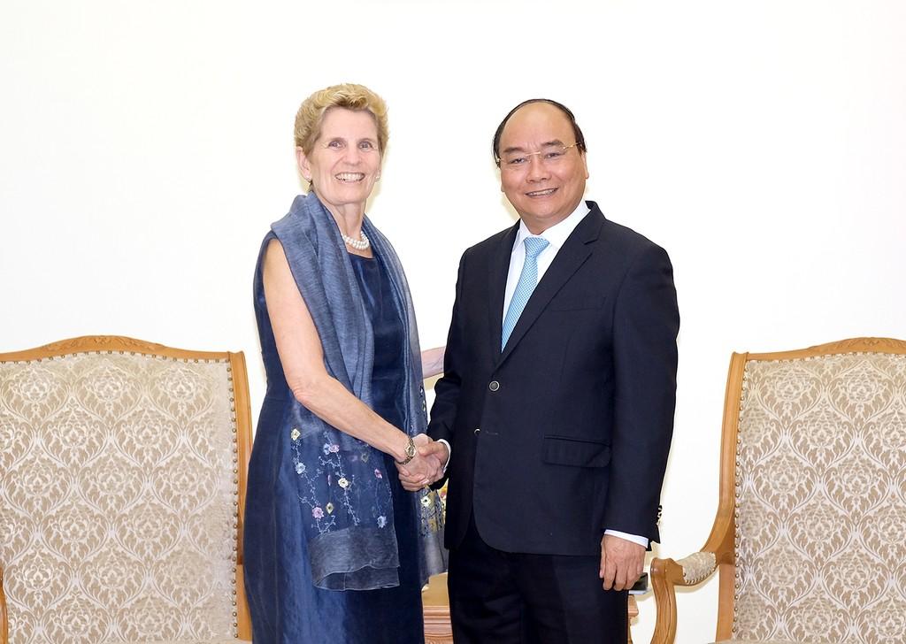 Thủ tướng Nguyễn Xuân Phúc và bà Kathleen Wynne, Thủ hiến bang Ontario (Canada). Ảnh: VGP