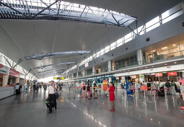Khu vực sảnh check-in của sân bay Đà Nẵng rộng rãi, thoáng mát với 36 quầy làm thủ tục. Ảnh: kenh14.vn