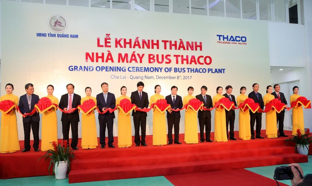 """Khánh thành nhà máy sản xuất xe khách """"made in Vietnam"""" - ảnh 1"""