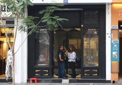Cửa hàng Khaisilk trước đây tại 101 Đồng Khởi đang treo biển cho thuê.