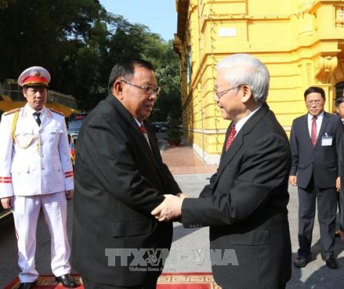 Tổng Bí thư Nguyễn Phú Trọng đón Tổng Bí thư, Chủ tịch nước Lào Bounnhang Vorachith. Ảnh: TTXVN