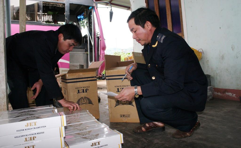 Đối với thuốc lá ngoại nhập lậu bị tịch thu còn chất lượng, thực hiện thí điểm theo hướng bán đấu giá để tiêu thụ nội địa hoặc tái xuất. Ảnh: Tường Lâm