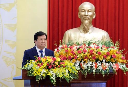 Phó Thủ tướng Trịnh Đình Dũng đề nghị các bộ, ngành, địa phương, doanh nghiệp tiếp tục hoàn thiện các đề án tái cơ cấu các ngành, lĩnh vực, sản phẩm của mình. Ảnh: VGP