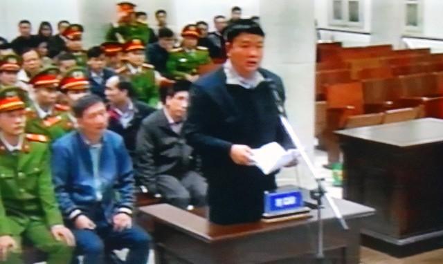 Cuối buổi xét xử sáng 16/1, bị cáo Đinh La Thăng được yêu cầu lên đối đáp.