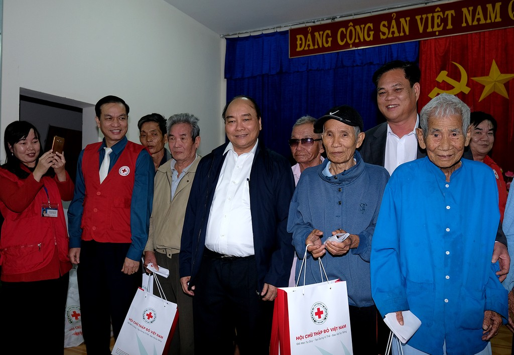 Thủ tướng tặng quà Tết cho bà con nghèo vùng bị thiên tai tỉnh Phú Yên - ảnh 2