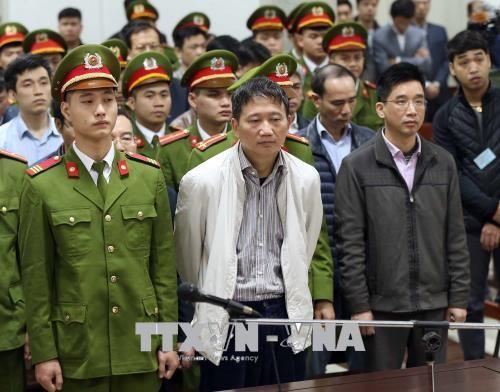 Bị cáo Trịnh Xuân Thanh và các bị cáo nghe tuyên án. Ảnh: TTXVN