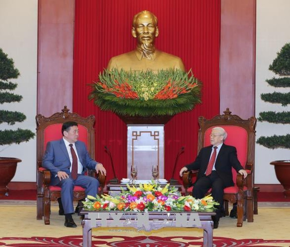 Tổng Bí thư Nguyễn Phú Trọng tiếp thân mật Chủ tịch Quốc hội Mông Cổ Miyegombo Enkhbol. Ảnh: TTXVN