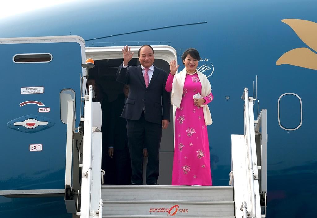Thủ tướng, Phu nhân và đoàn Việt Nam đến sân bay Palam, New Delhi. Ảnh: VGP