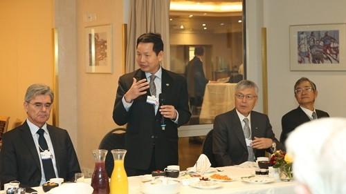 Phó thủ tướng ăn sáng với 25 doanh nghiệp nước ngoài tại Davos - ảnh 1