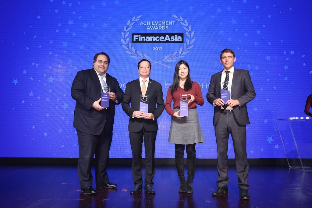 Lãnh đạo Vietjet và các công ty luật và tư vấn quốc tế được vinh danh tại buổi lễ trao giải