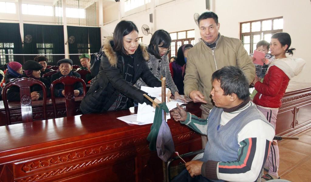 Bắc Ninh: Cục Quản lý đấu thầu, Báo Đấu thầu trao 275 suất quà Tết cho các hộ nghèo huyện Tiên Du - ảnh 2
