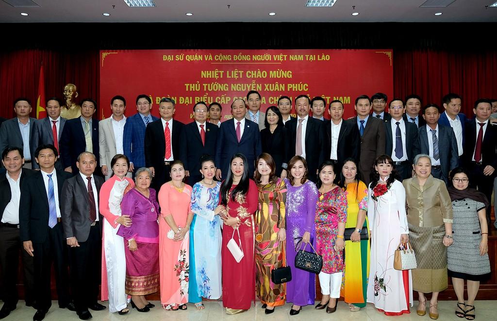 Hai Thủ tướng chúc Tết cộng đồng người Việt tại Lào - ảnh 1