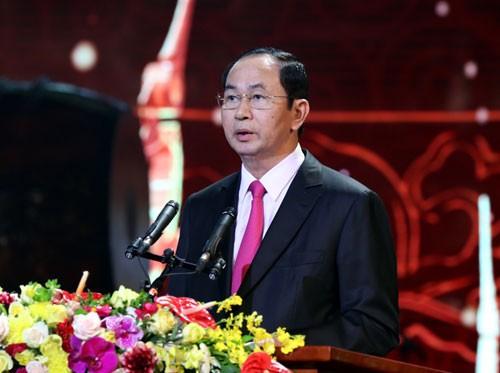 Chủ tịch nước Trần Đại Quang chúc mừng năm mới bà con kiều bào tham dự Chương trình và tất cả những người con của Tổ quốc đang sinh sống, làm việc và học tập ở nước ngoài. Ảnh: VGP