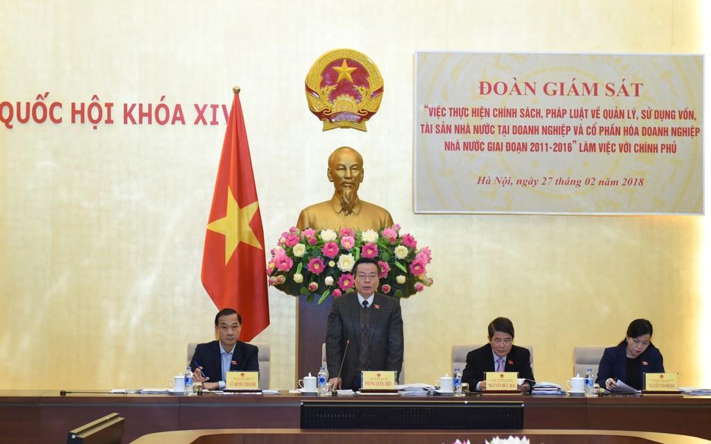 Phó Chủ tịch Quốc hội Phùng Quốc Hiển phát biểu tại buổi làm việc. Ảnh: VGP